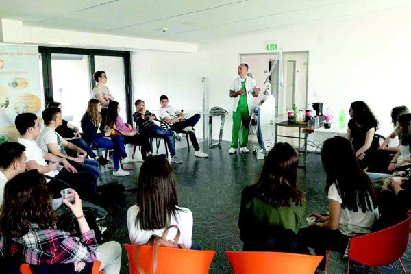 """Младите во посета на """"Ре-Медика"""""""